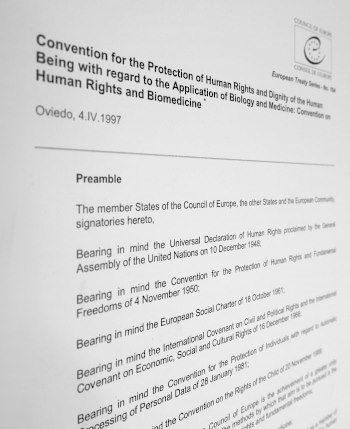 Deckblatt der Bioethik-Konvention des Europarates 1997