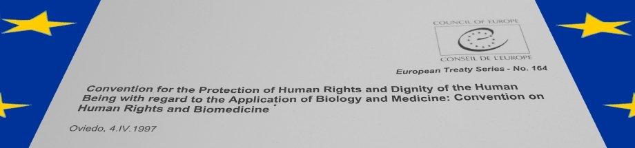 Deckblatt Bioethik-Konvention des Europrates auf blauem Grund und gelben Sternen